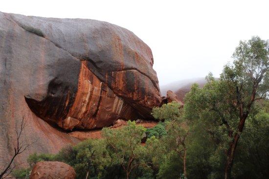 ยูลารา, ออสเตรเลีย: The colours in the rock are amazing