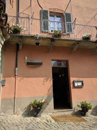 Castiglione Tinella, Itália: IMG_20160923_122801_large.jpg