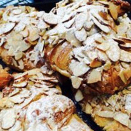 New Plymouth, Yeni Zelanda: almond crossaints