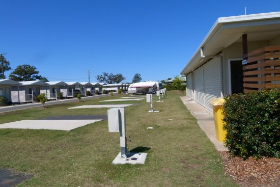 Chinchilla, Australia: Van Site and amenities /laundry block, villas opposite