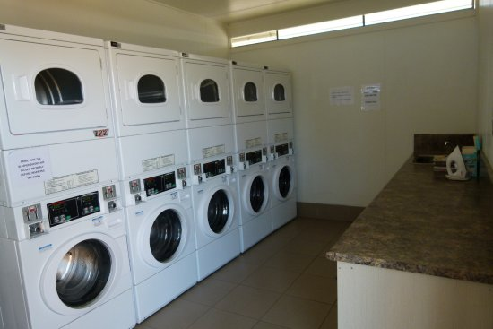 Chinchilla, Australia: Modern Laundry and machines...