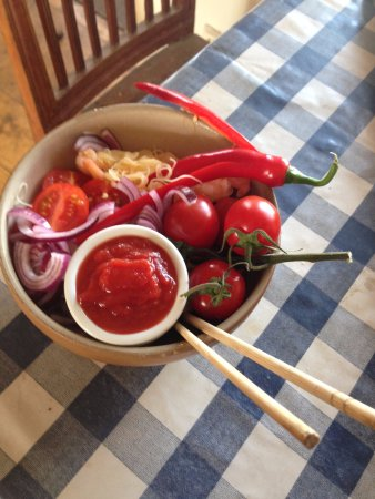 Simrishamn, Szwecja: Red´n hot chicken´n noddels mix from French Quarter in Hanoi