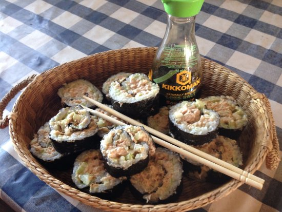 Simrishamn, Szwecja: Spicy maki rolls with tuna from Cook islands