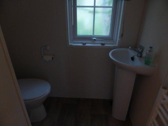 Glendevon, UK: En suite with master bedroom