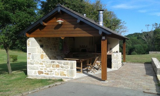 Saint-Evarzec, Frankrike: Four et barbecue géant