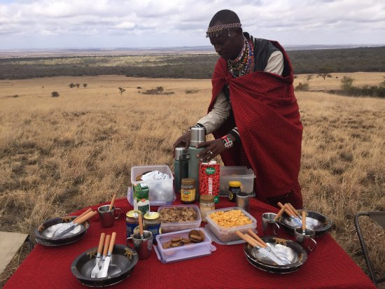 Campi ya Kanzi : Breakfast out