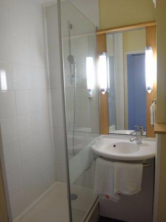 Ibis Périgueux Centre : salle d'eau