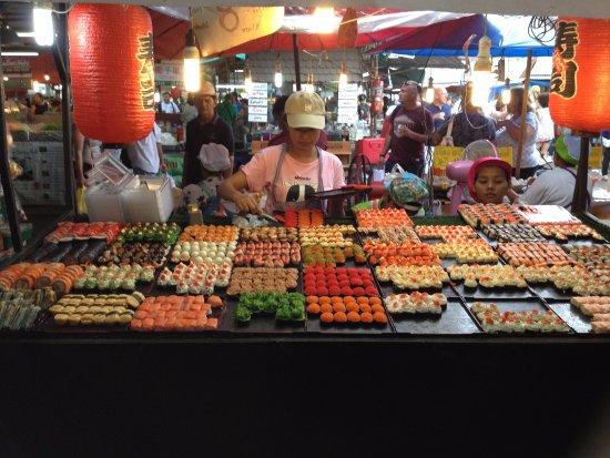 Chalong, Thailand: Sushi stall at night market