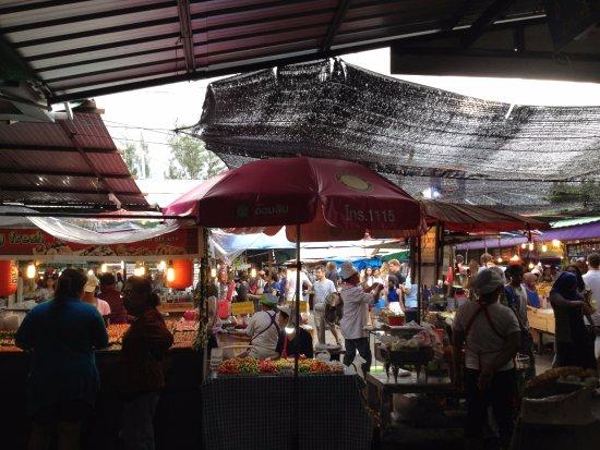 Chalong, Thailandia: Food Market area