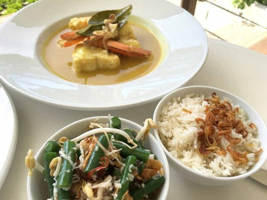 Mollymook, Australia: accompaniments with the Indonesian Seafood Curry