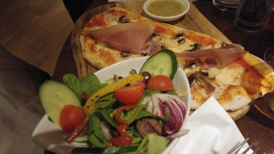 Barnet, UK: Light option - ham and mushroom pizza