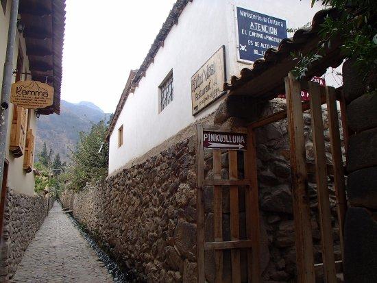 Pinkuylluna Mountain Granaries : Entrance to Pinkuylluna
