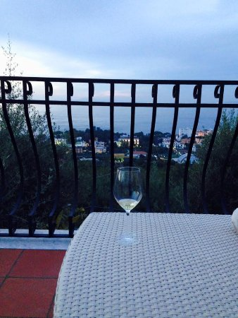 M Suites Sorrento: Evening at M Suites