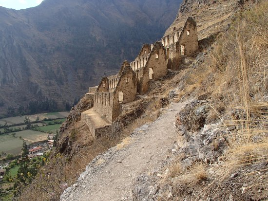 Pinkuylluna Mountain Granaries : Probably the only easy portion of the trail