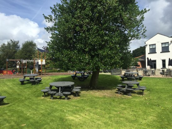 Widnes, UK: beer garden
