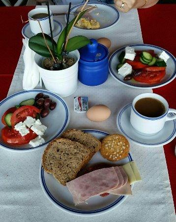 Aegean Hotel: Ausreichendes Frühstücksbuffet.....