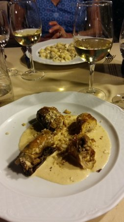 Montecarlo, Italie : Presentation & Taste good of Guinea fowl main