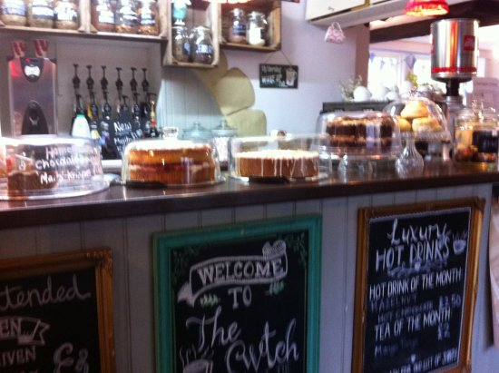 Builth Wells, UK: Lots of lovely cakes on view along with a warm Welsh welcome.