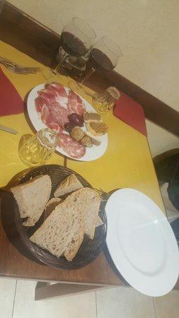 Monteroni d'Arbia, Itália: In gita con un' amica la sera ci siamo fermate in questo ristorante... tutto squisito. Lo consig