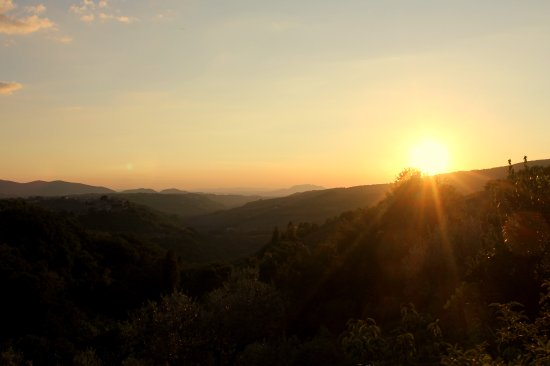 Monteleone Sabino, Italien: Amazing Sunset over the valley