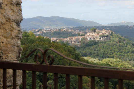 Monteleone Sabino, Italia: View of the near by town Sabino