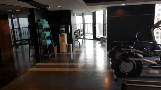 The Continent Hotel Bangkok by Compass Hospitality: Gym Free Weights