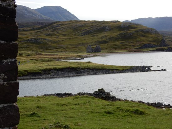Assynt, UK: Glimpse of Calda House