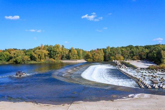 Balakovo, รัสเซีย: Общий вид на плотину. Ездить по ней опасно!