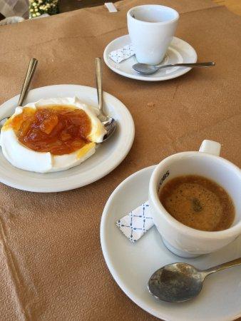 Piso Livadi, Grecia: Dessert offert avec le café.