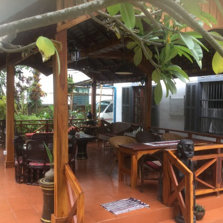 Xieng Mouane Guest House : La zona común de descanso con café o te gratuito.