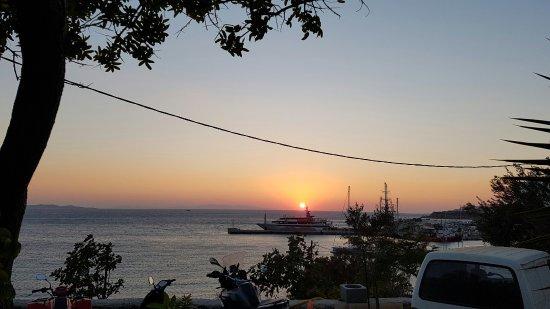 Tourlos, Hellas: 20160828_194809_large.jpg