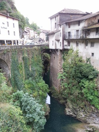 Pont en Royans, Fransa: De part et d'autre du pont