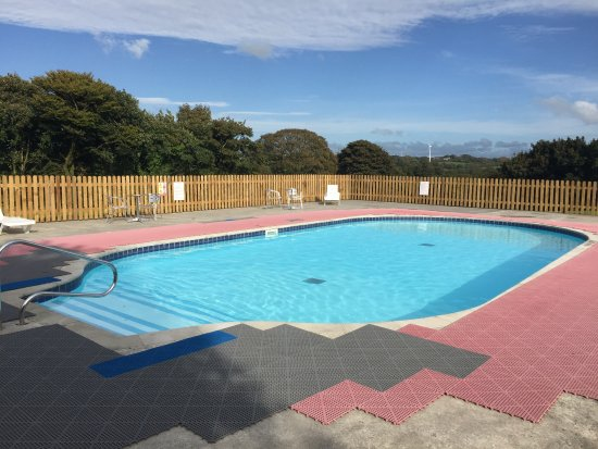 ‪‪Otterham‬, UK: Outdoor heated swimming pool with views across our beautiful rural countryside‬