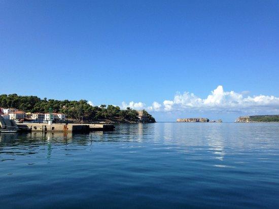 Karalis Beach: Hotel on headland