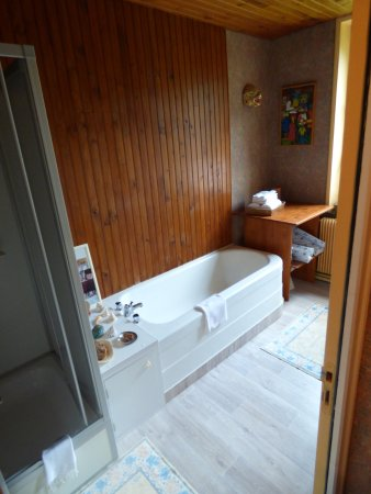 Duisans, Frankrike: Suite bathroom