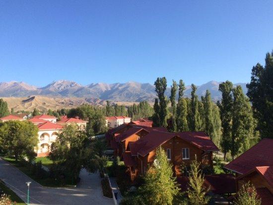 Cholpon Ata, جمهورية قرغيزستان: view out of back of hotel