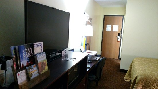 Emporia, KS: desk with comfortable office chair