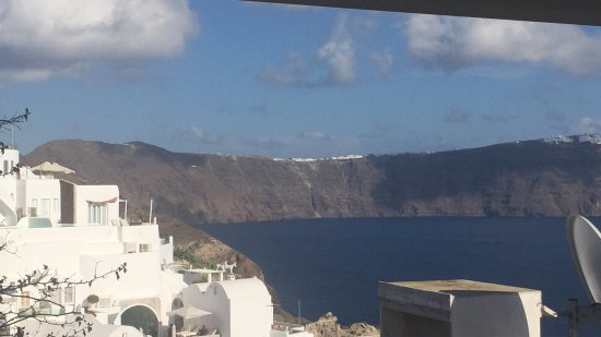 Canaves Oia Hotel: One of the best hotels I have ever been to! The view is astounding, the rooms are nice and quiet