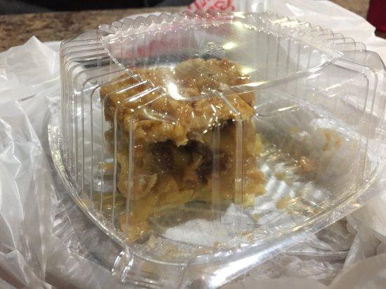 Eatonville, วอชิงตัน: Cheeseburger, chef salad, torta mele e cannella
