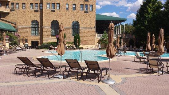 Omni Shoreham Hotel: The Outside Pool Area