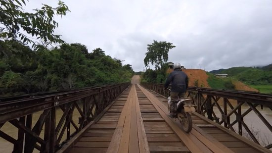 Uncle Tom's Trails - Private Day Tours: Crossing a bridge