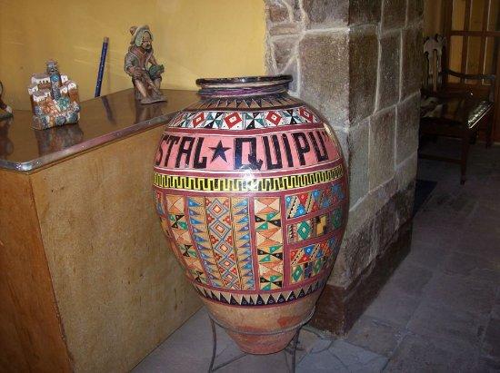 Hostal Quipu Cusco: Jarrón a la entrada