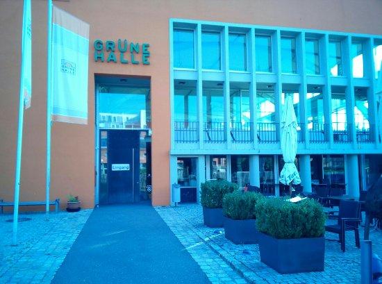 Grune Halle