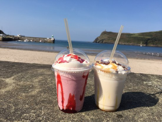 Port Erin, UK: Lovely milkshakes by the sea .