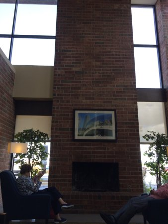 Downers Grove, IL: Lobby area facing street