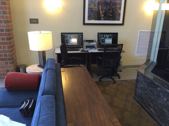 Downers Grove, IL: Two work stations in lobby. Free internet