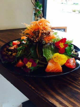 Moonee Ponds, Australien: Yum Salmon salad