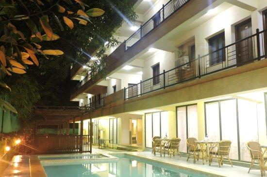Maximum Holiday Inn, Anjuna