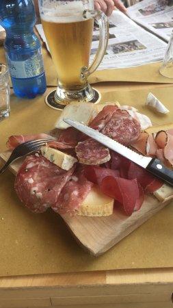 Scopello, Italia: Tagliere di salumi e formaggi e risotto porcini e gamberi