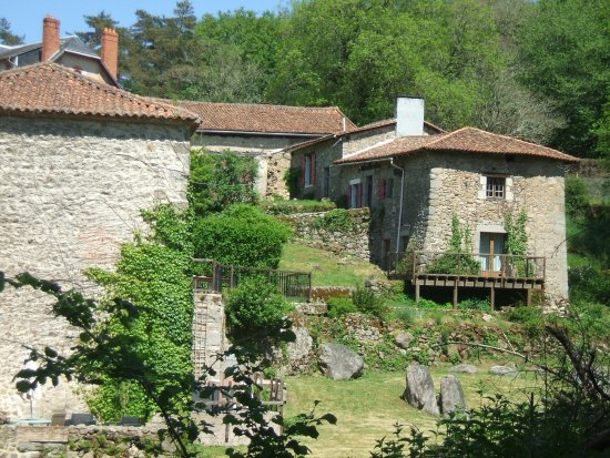 La Maillerie: picturesque view of the farm houe and gites from the stream